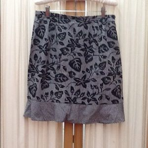 Black & White Flower Print Flounce Skirt